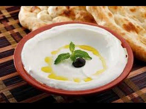 How To Make Labneh Lebanese Cream Cheese - طريقة سهلة لتحضير اللبنة (Strained yogurt)