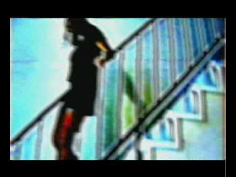 Nudo che sale e scende le scale 02 03 youtube for Sedia elettrica che sale le scale
