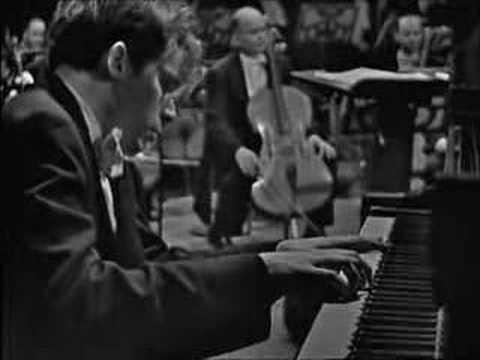 Glenn Gould : Bach - Keyboard Concerto No.1 D minor BWV 1052
