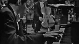 Glenn Gould : Bach - Keyboard Concerto No.1 D minor BWV 1052 thumbnail