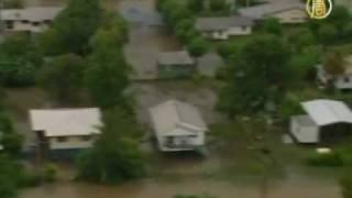 Австралия: осторожно - крокодилы в городе!(Наводнение на севере Квинсленда в Австралии вымыло на улицы города диких животных змей, крокодилов и прочи..., 2009-02-25T21:43:32.000Z)