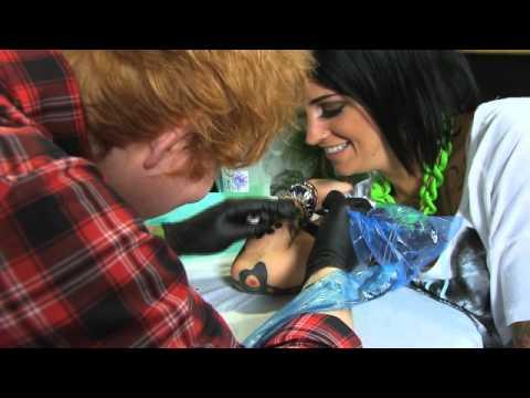 Ed Sheeran Drops Into Toronto To Tattoo Phoebe Dykstra