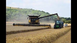 New Holland CR10.90 Harvesting Wheat 2018