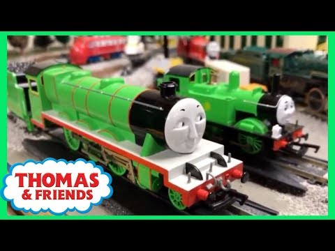 THE UNBEATABLE HENRY THE GREEN ENGINE! Thomas & Friends Bachmann Train Race!