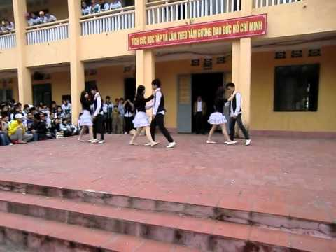 Văn nghệ chào mừng 26/3/2011 - THPT Uông Bí - Part 9