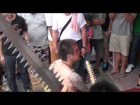 video màn trình diễn kinh hoang trong lễ hội của Trung Quốc