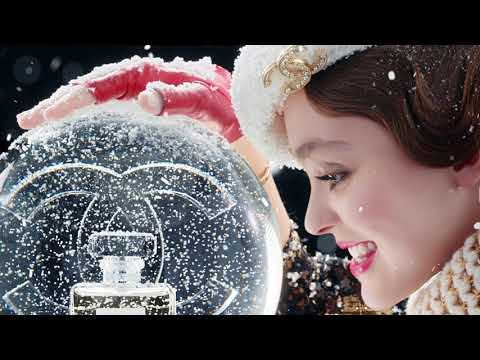 Chanel No 5 L`Eau -  Holiday Campaign 2019
