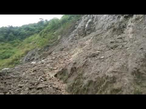 Derrumbe bajando a San Andrés de Cuerquia octubre 2017 quebrada Los micos