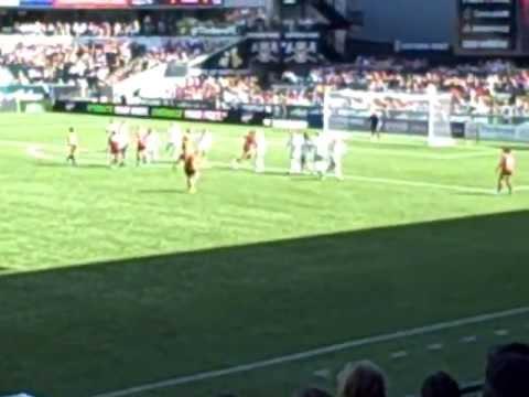 Goal - Tobin Heath set piece to Christine Sinclair, Thorns vs. Red Stars, July 28, 2013