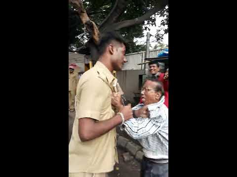 Pune station जवळ PMPML  Bus driver ची senior citizen सोबत fighting l public बघतेय fight l sanatanews