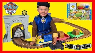 PAW PATROL Toys Adventure Bay Railway Train Track Set with Rubble and Chase Dress-Up!