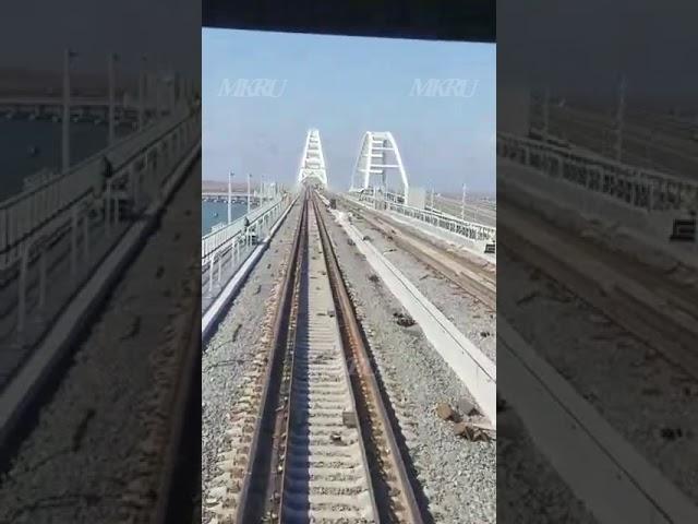 Опубликовано первое видео проезда по железнодорожной части Крымского моста