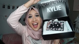 UNBOXING AND REVIEW MERRY BUNDLE BY KYLIE COSMETICS  (and mini tutorial make up- in BAHASA)
