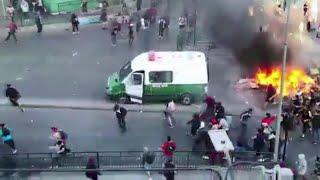 Proteste e disordini in Cile, governo dichiara stato di emergenza: ''Sospese le libertà''