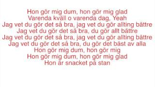 Danny Saucedo - Snacket på stan (Lyrics)