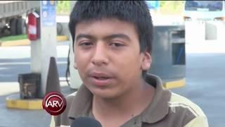 Jovencito nació con 26 dedos y lo llaman Pulpo | Al Rojo Vivo | Telemundo thumbnail