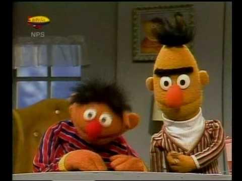 Bert & Ernie - Ernie komt terug van het kamp