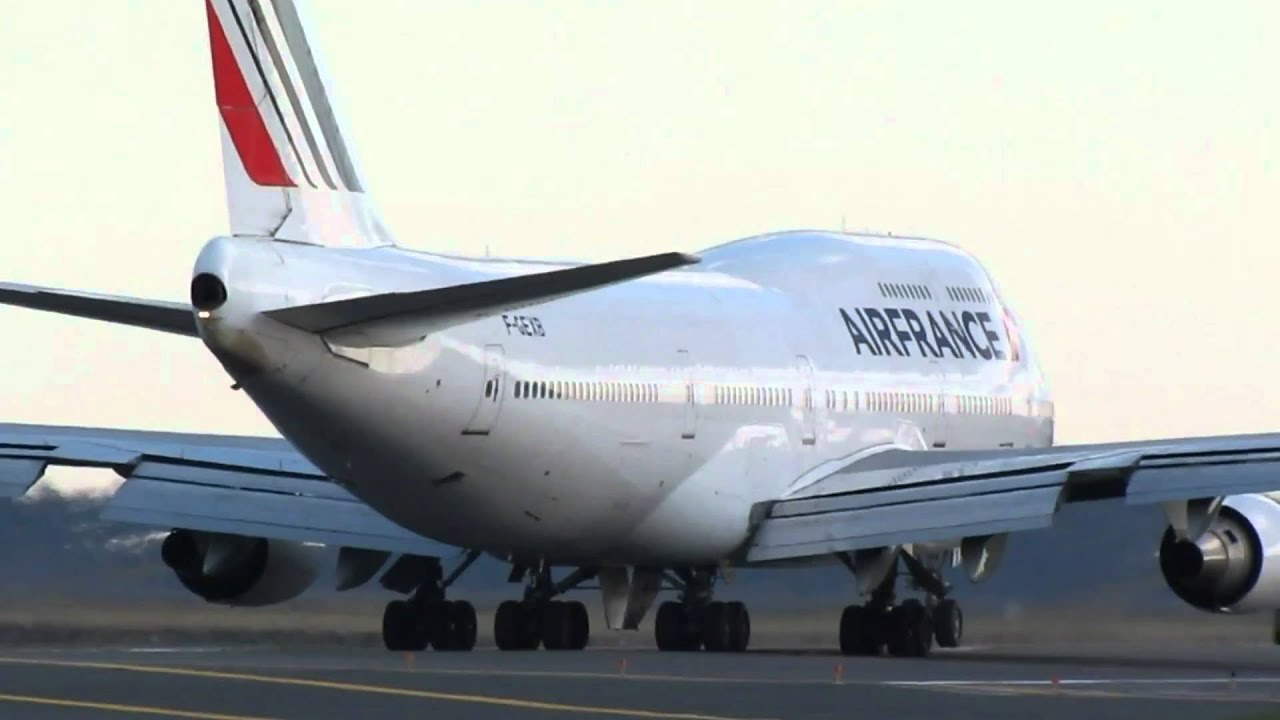 Air france boeing 747 400 taxi and takeoff hd boston for Interieur 747 air france