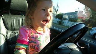 有趣的孩子们和西瓜轮车警察歌曲儿童童谣 thumbnail