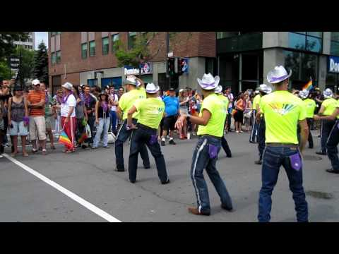 Gay parade.Montreal.Country dance.MOV
