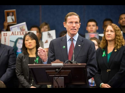 Richard Blumenthal & Vietnam Service: 5 Fast Facts You Need to Know