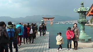 厳島神社へ Itsukushima Shrine, Miyajima Island, in Hiroshima Prefecture