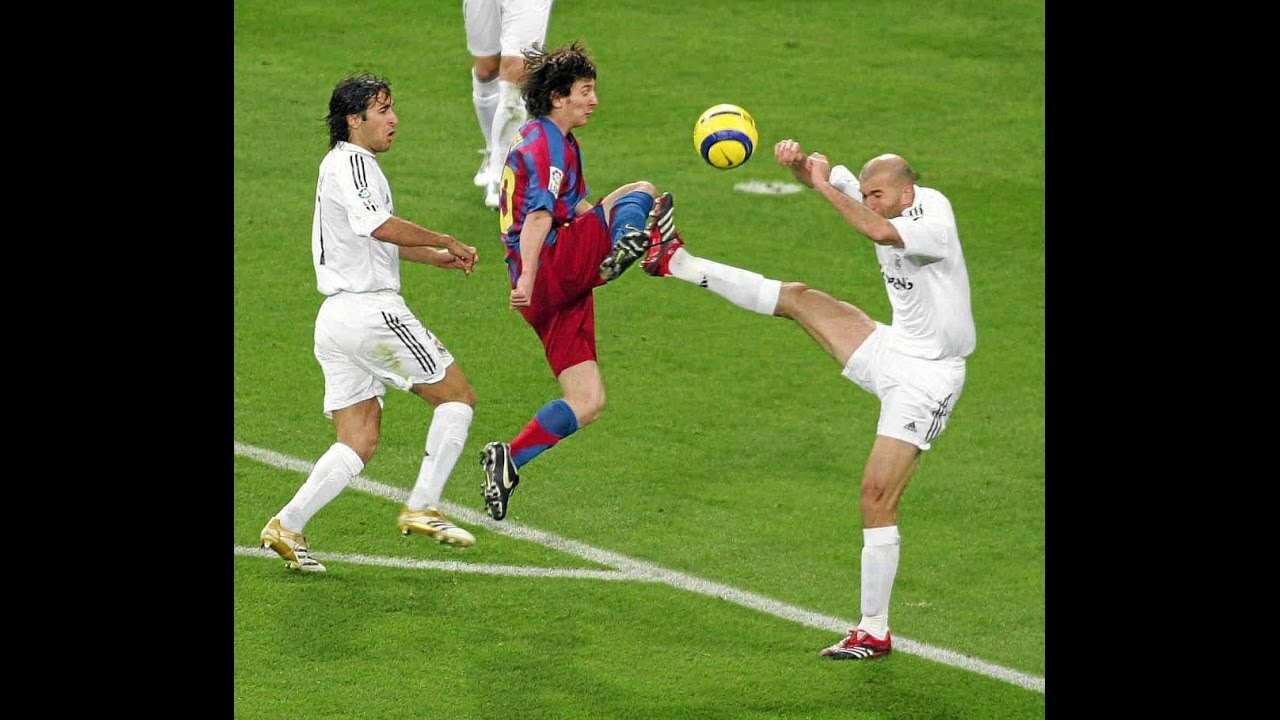 Download Messi humiliating Real Madrid Legends in his 1st Clasico