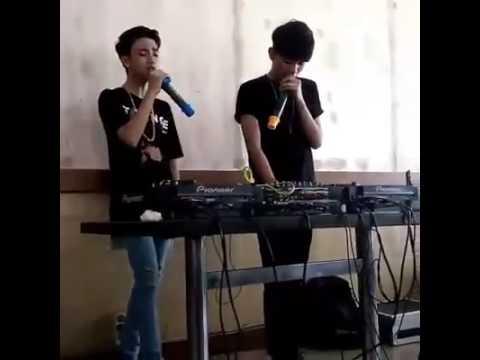 "Ari Irham nge DJ lagu ""Sorry"""