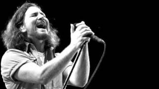 Pearl Jam - In Hiding (Live on Ten Legs 2011)