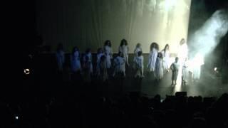 FIRMA IRMA met WITTE WIEVEN dansers tijdens PLATGESPÖLD