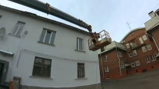 Покраска фасада немногоквартирного дома(Итак, в этой серии Филипп и Иван наносят недорогую фасадную краску на предварительно отремонтированные..., 2014-11-01T20:44:10.000Z)