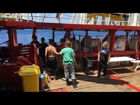 سفينة إنقاذ المهاجرين -أوشن فايكينغ- تعلن حالة الطوارئ بسبب شجارات ومحاولات انتحار على متنها…  - 09:58-2020 / 7 / 4
