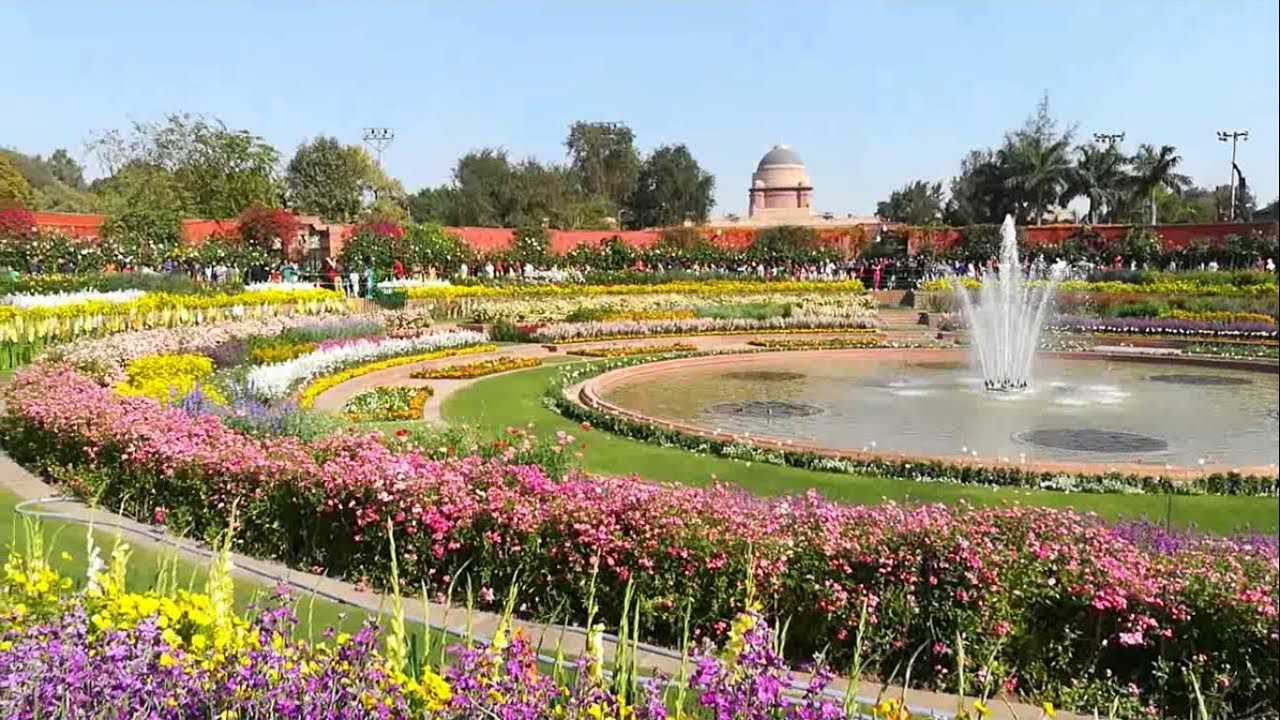 Beautiful Flowers And Fountains Of Mughal Garden At Presidential Palace 2018 New Delhi India