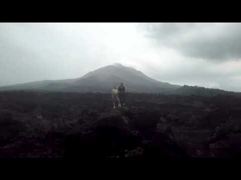 Поле чёрной лавы под горой Батур. Пол - это лава!