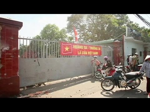 Thousands of Chinese workers flee anti-China violence in Vietnam