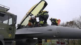 Uvarslet beredskabsøvelse: Lastbil kolliderer med F-16