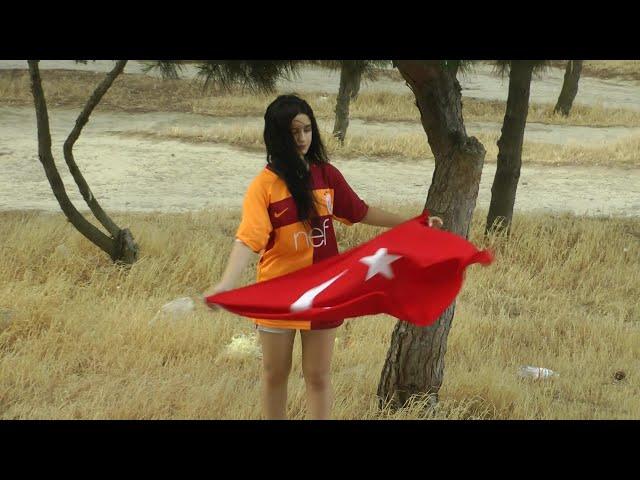Türkiye , türk bayrağı ve Galatasaray sevdalısı Azeri türkü Sayka (isrolk)