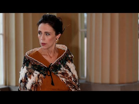 Jacinda Ardern dons Maori korowai for Buckingham Palace dinner | The