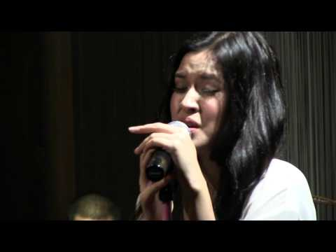 Raisa With BLP - Over The Rainbow @ Mostly Jazz 12/07/12 [HD]