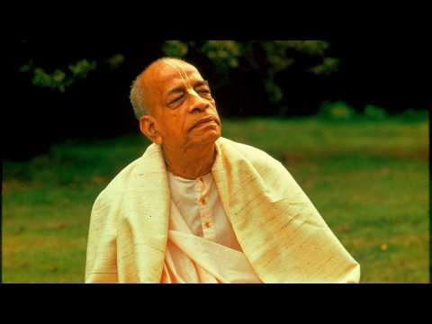 Prabhupada Chanting Hare Krishna Mahamantra