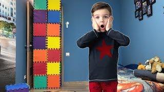 Стена из кубиков - разноцветных пазлов. Чем ее разбить? Видео для детей.