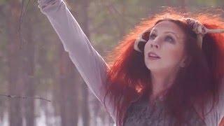 Sami Music :: Elin Kåven joiking -  Muorat dansot / Trees dance