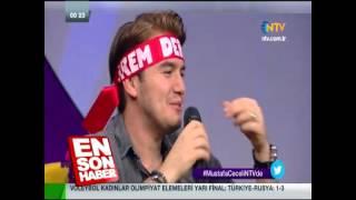 Mustafa Ceceli, irem derici taklidi yapıyor