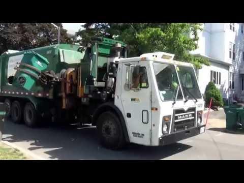 Waste Management 104787 ~ Mack LEU Labrie Automizer On Trash in Lynn