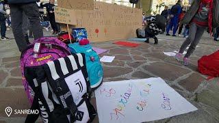 Sanremo, Mamme in piazza per chiedere la riapertura delle.scuole