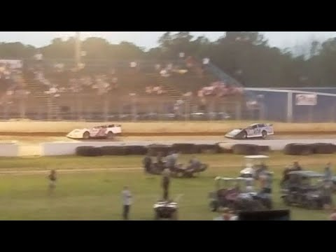 Battle for the lead @ Florence Speedway