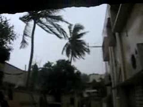 Strong winds  in Karachi 1