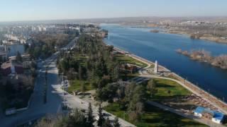 Kuşbakışı Tarihi Birecik Köprüsü ve Fırat Nehri...