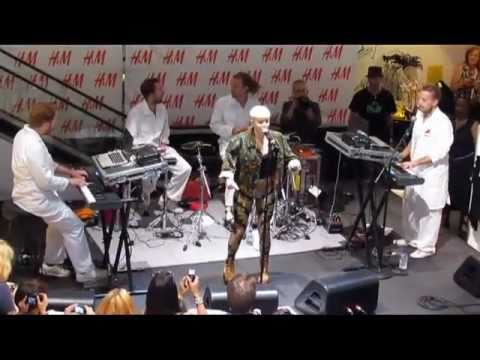 Robyn - &39;Indestructible&39; - H&M In-Store - New York NY - 61911