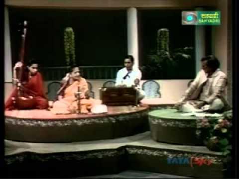 Shrimati Dhondutai Kulkarni sings and talks about her music.